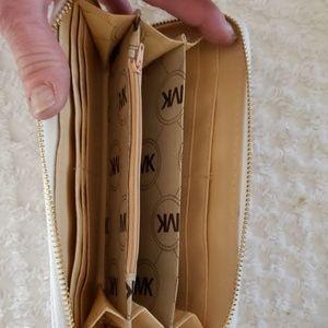 Coach ? white single zip wallet